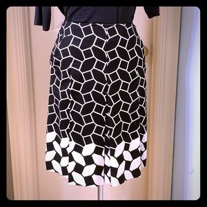 Black and white graphic adorn this skirt